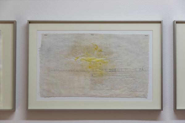 Nury González, De la serie Sábanas, 2012, dibujo con hilo sobre sábana de 1940, 38 x 26 cm. c/u aprox.