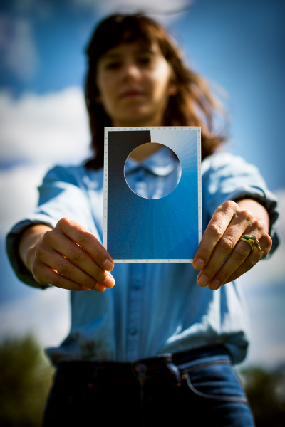 Macarena Ruiz-Tagle, Postal de Cianómetro, 2012, papel reciclado, tamaño A6, edición de 500. Case Studio Vogt, 13era Bienal de Arquitectura de Venecia, Italia. Foro: Franziska Strauss
