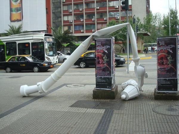 Pilar Quinteros, Poste de luz, Santiago, 2009. Cortesía de la artista