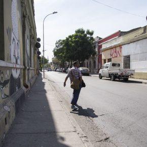 AUTOCONSTRUIDO EN CHILE. ABRAHAM CRUZVILLEGAS EN ESPACIOS REVELADOS