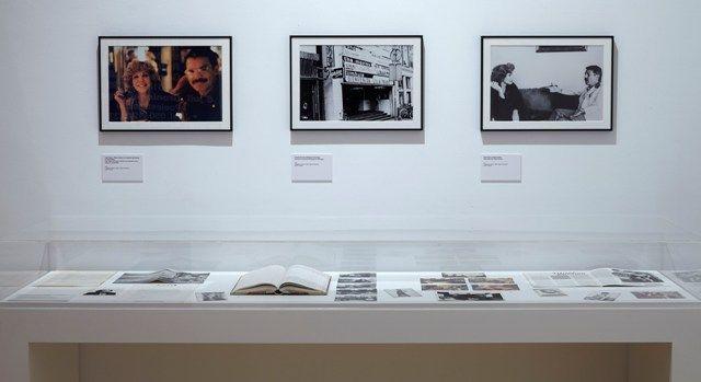 Vista de la exposición Querido lector. No lea, de Ulises Carrión, en el Museo Reina Sofía, Madrid, 2016. Foto: Joaquín Cortés/Romás Lores. Archivo fotográfico del MNCARS