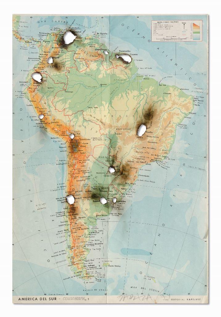 Horacio Zabala, El incendio y las vísperas I, 1974, mapa impreso quemado, 47 x 31,6 cm. Colección del artista. Foto: Estudio Giménez-Duhau