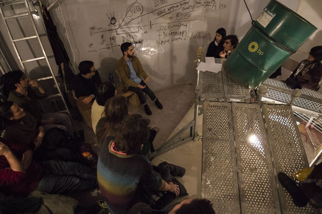 "Evento ""The Goose That Laid the Golden Eggs: Instability and Mirage in Venezuelan Oil Culture"", una conversación entre Ana Alenso, Iván Capriles y Manuel Silva Ferrer. Berlín, 2015. Foto: Ilaria Biotti"