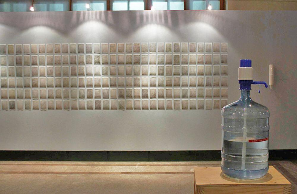 "Paz Ortúzar, Exposición ""Grisura"", parte de la obra ""That Moment in Time"". Foto: Sebastián Griesshammer"