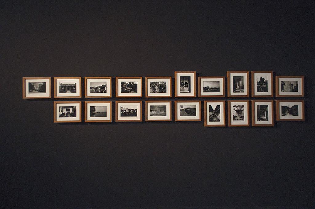"""Vista de la exposición """"Caminos de servidumbre II"""", de Zhao Gang, en MAC Quinta Normal, Santiago de Chile, 2016. Foto: Clo Catalan"""