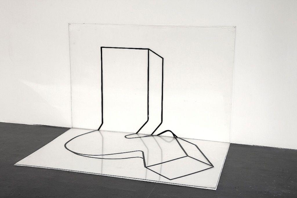 Marie Orensanz, Sin título, 1968, cinta negra adhesiva sobre placas de acrílico transparente, 119 x 178,5 cm. Cortesía: Alejandra Von Hartz Gallery