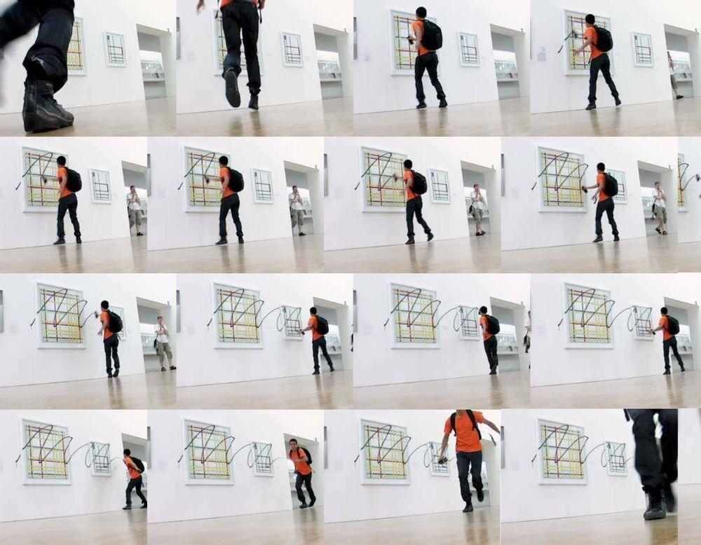 """Iván Argote, Retouch, 2008, video, 12"""". Cortesía: Galeria Vermelho, São Paulo"""
