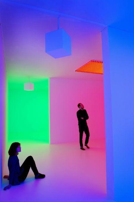 """Carlos Cruz-Diez, Chromosaturation, 1965/2013, vista de la exposición """"Light Show"""", Hayward Gallery, Londres © Foto: Linda Nylind. Cortesía del artista"""