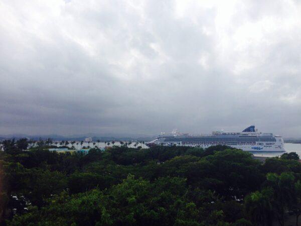 Crucero-entrando-a-la-bahía-de-San-Juan