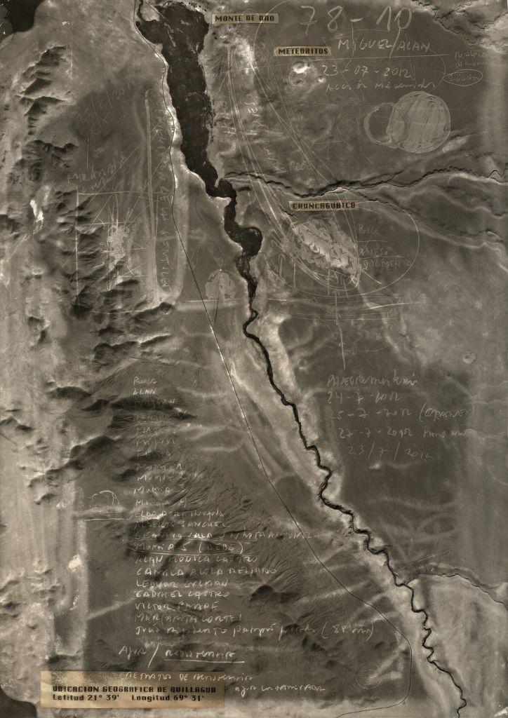 Fernando Prats, Mapa mudo seco, 2012, humo y cabello humano sobre papel, 29,7 x 40 cm. Cortesía del artista y Galería Joan Prats