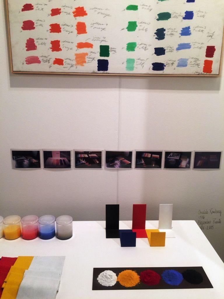 Obras de Osvaldo Romberg (1976) y Alejandro Puente (1968-2005) en el stand de Henrique Faría Nueva York/Buenos Aires, arteBA 2016. Foto: Alejandra Villasmil