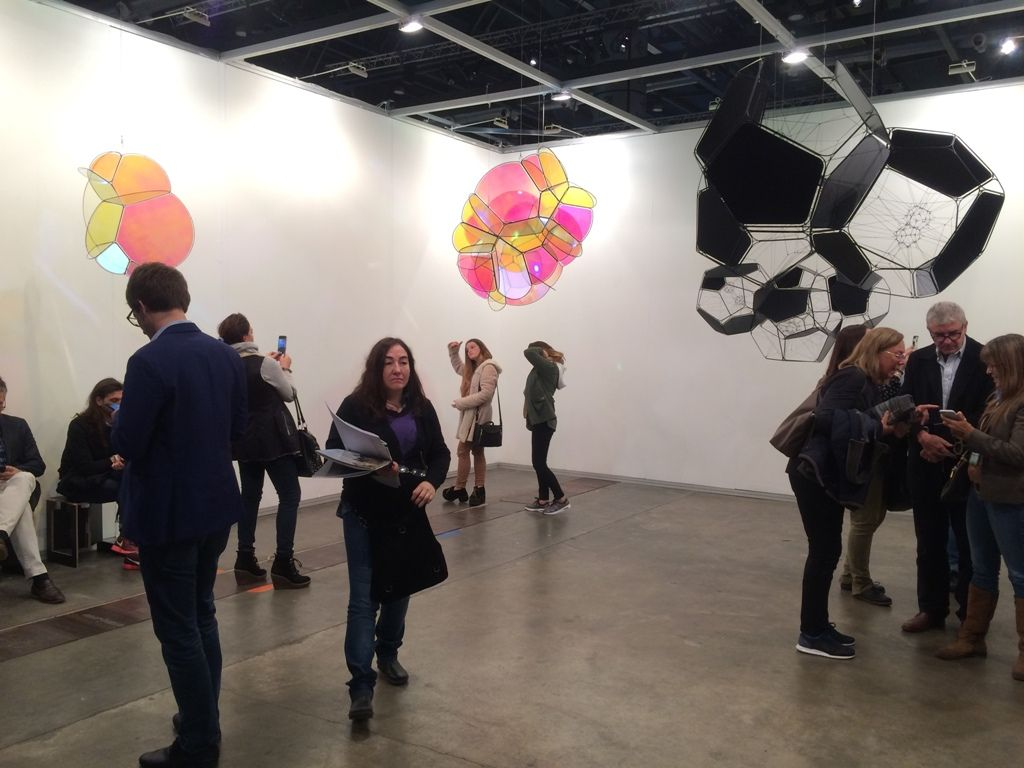Vista de la muestra de Tomás Saraceno en Esther Schipper, sección U-Turn de arteBA 2016. Foto: Alejandra Villasmil