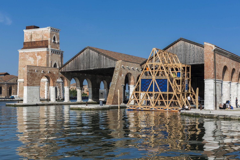 espa a gana le n de oro en bienal de arquitectura de