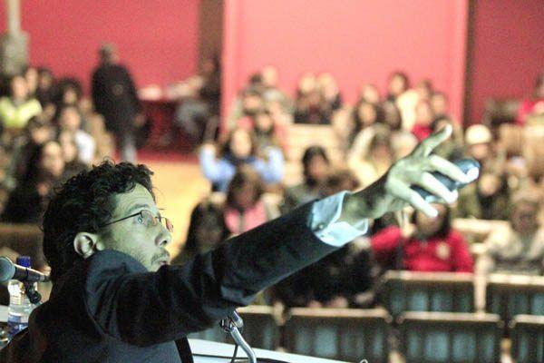 8ª Bienal do Mercosul - Projeto Pedagógico - Curso de Mediadores  José Roca, curador geral 14/06/2011 - Foto: Cristiano Sant´Anna/indicefoto.com