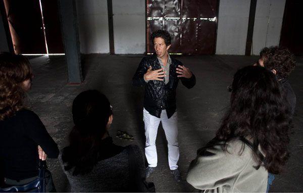 8 Bienal de Artes do Mercosul   Jose Roca, na primeira reuni‹o dos curadores da 8' edi‹o e visita aos locais expositivos. Jose Roca na foto.   Foto Eduardo Seidl/Indicefoto.com  24.09.10