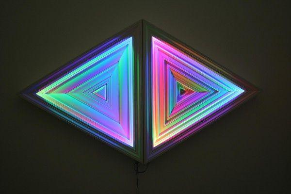 Un-nuevo-Paisaje_-molduras-y-led-RGB_143x82-cm_baja-600x400