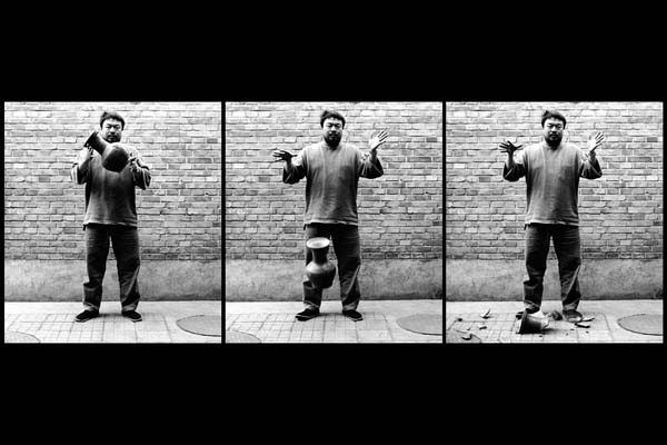 Weiwei-Dropping-Han-Dynasty-Urn-Galerie-Urs-Meile-Beijing-Lucerne-