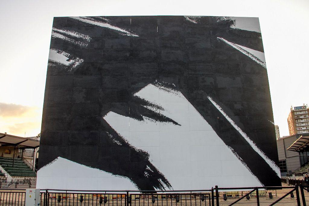 Kenneth Kemble, reconstrucción del mural para el Salón Internacional del Automóvil, 1960/2016. Cortesía: MAMBA / arteBA Fundación