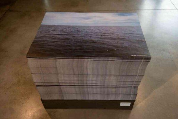 """Vista de la exposición """"Los Durmientes [Mar Dulce]"""", de Enrique Ramírez, en el CC Matta de Buenos Aires, 2016. Cortesía: CC Matta"""