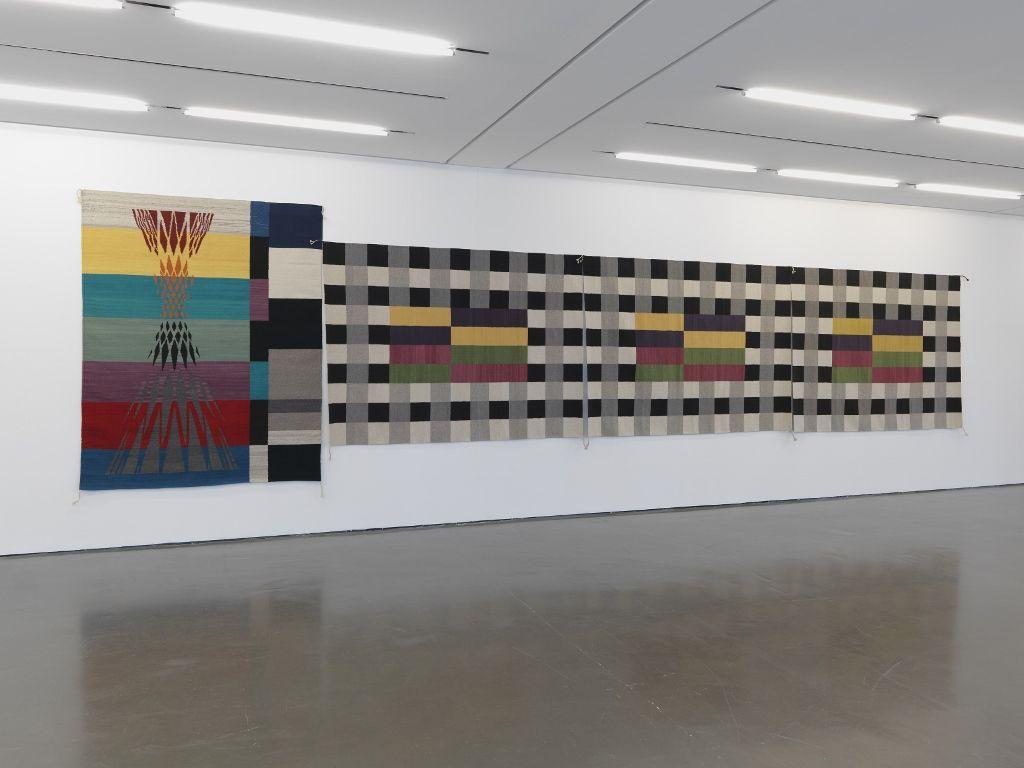 Rita McBride, Tapestries, 2009. Vista de instalación en Kunsthalle Düsseldorf © Rita McBride / VG Bild-Kunst, Bonn 2016. Foto: Anne Pöhlmann