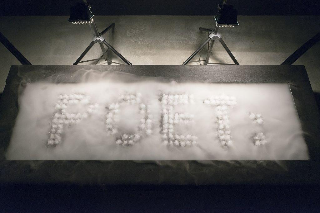 Rafael Lozano-Hemmer, Nombras al agua, 2016, Vista de la instalacción en la muestra Preabsence, Haus der Elektronischen Künste Basel, Basilea, Suiza, 2016. Foto: Franz Wamhof