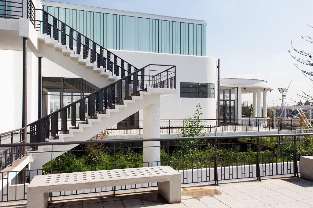 La sede del nuevo Centro Nacional para el Arte Contemporáneo de Chile, en el ex aeropuerto ubicado en Cerrillos, Santiago. Foto cortesía CNCA