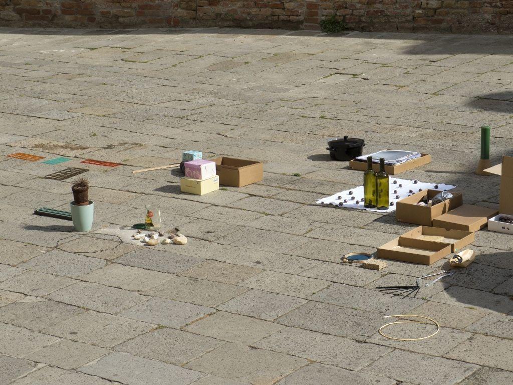 White Elephant Bibliotheke, Unfolding, Venecia. Participantes: Martín La Roche e Ignacio Gatica. Foto cortesía del artista