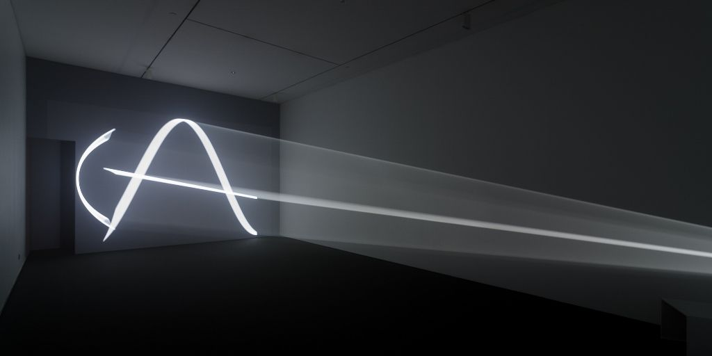 "You and I, Horizontal (2005), de Anthony McCall. Vista de la muestra ""Light Show"", en el CA/660, Santiago de Chile, 2016. Foto: Felipe Ugalde"