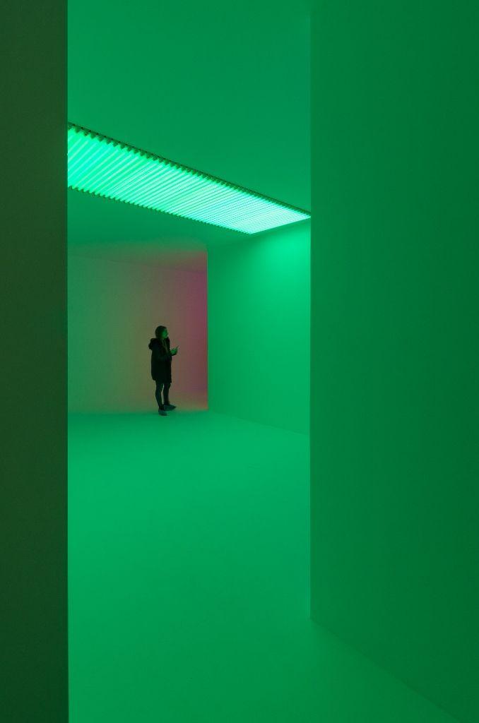 """Carlos Cruz-Diez, Cromosaturación (1965-2016). Vista de la muestra """"Light Show"""", en el CA/660, Santiago de Chile, 2016. Foto: Felipe Ugalde"""