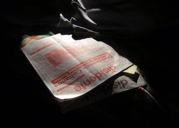 Lecturas-difíciles-Disidente-2009-2010-Fotografía-digital-sobre-papel-fotográfico-60-x-24-cm