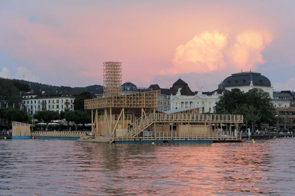 Pabellón de las Reflexiones, flotando sobre el lago de Zürich. Foto: (c) Manifesta11/Wolfgang Traeger