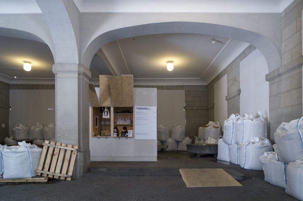Santiago Sierra, vista de la obra en el Helmhaus, Zürich. Foto: (c) Manifesta11/Eduard Meltzer
