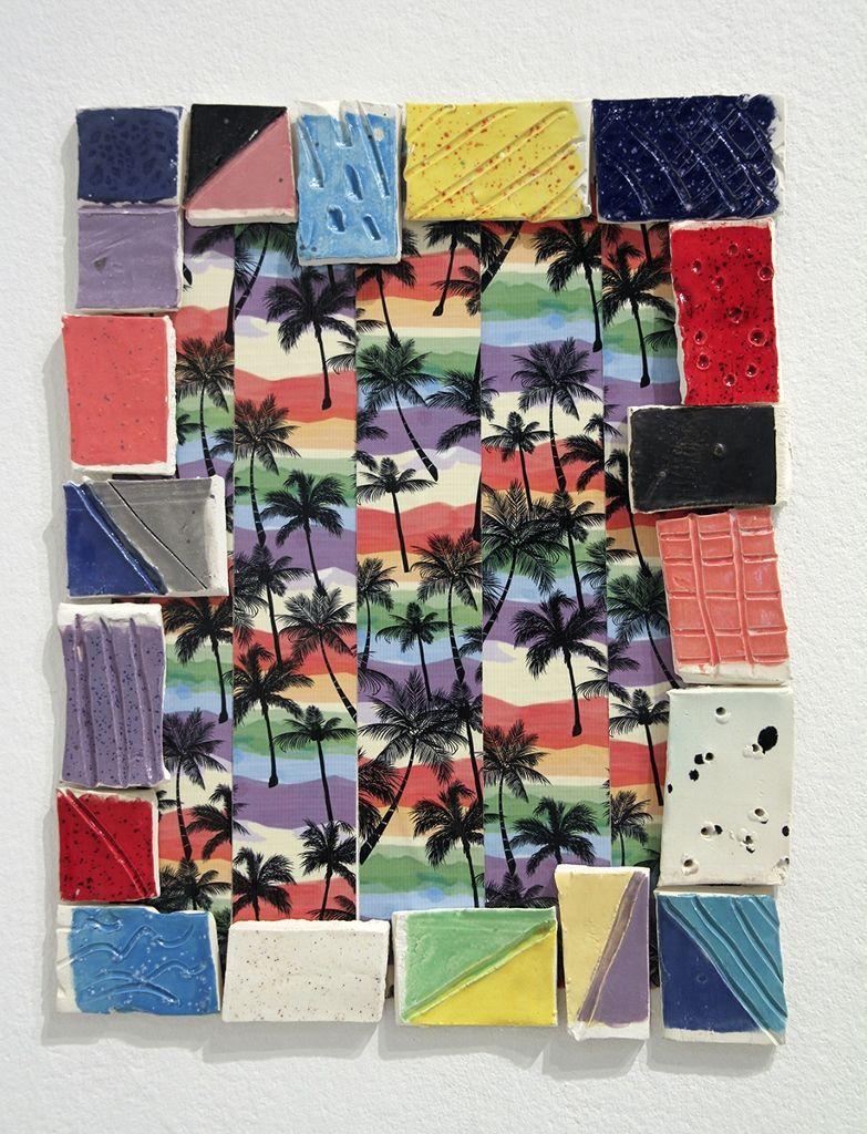 Denise Treizman, Another day in Paradise, 2016, cinta adhesiva, azulejos de cerámica. Cortesía de la artista