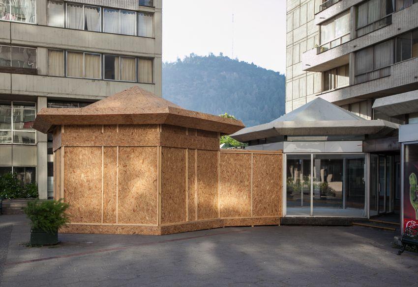 Vista de la exposición Mirador, de María Gabler, en Galería Tajamar, Santiago de Chile, 2015. Foto: Sebastián Mejía