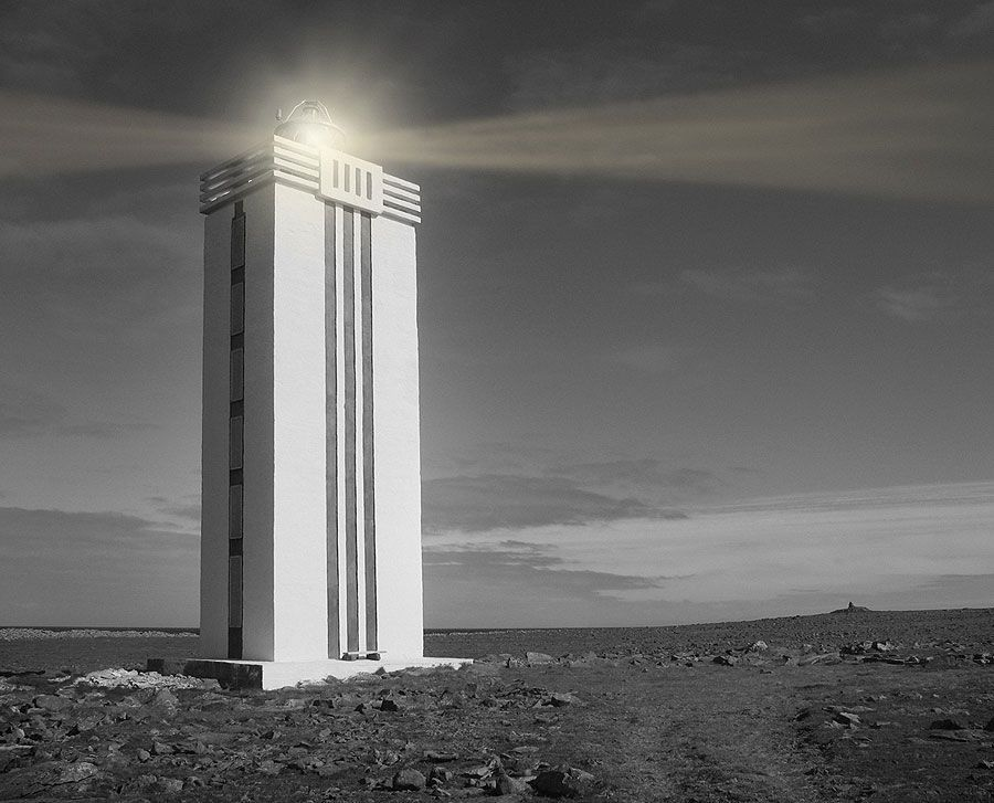 Matilde Marín, Hraunhafnartangi Lighthouse. Islandia, fotografía analógica con intervención digital, 105 x 125 cm. Cortesía de la artista