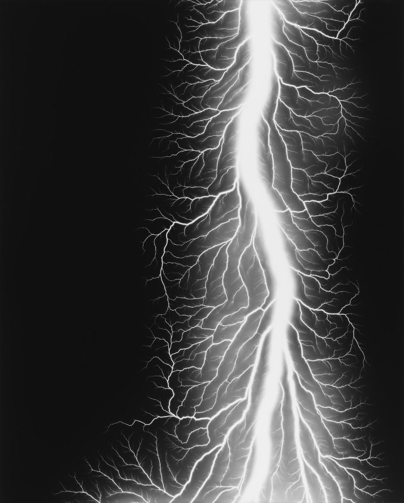 Hiroshi Sugimoto.Lightning Fields 327, 2014. Impresión a la gelatina de plata. 149 x 119.4 cm. Fundación MAPFRE, Madrid. 2016. © Hiroshi Sugimoto
