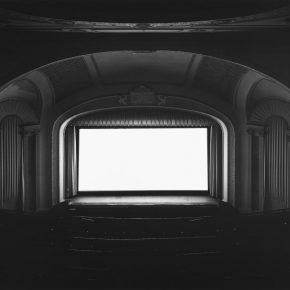 Hiroshi Sugimoto. U.A. Playhouse, New York, 1978. Impresión a la gelatina de plata. 119.5 X 149 cm. Fundación MAPFRE, Madrid. 2016. © Hiroshi Sugimoto