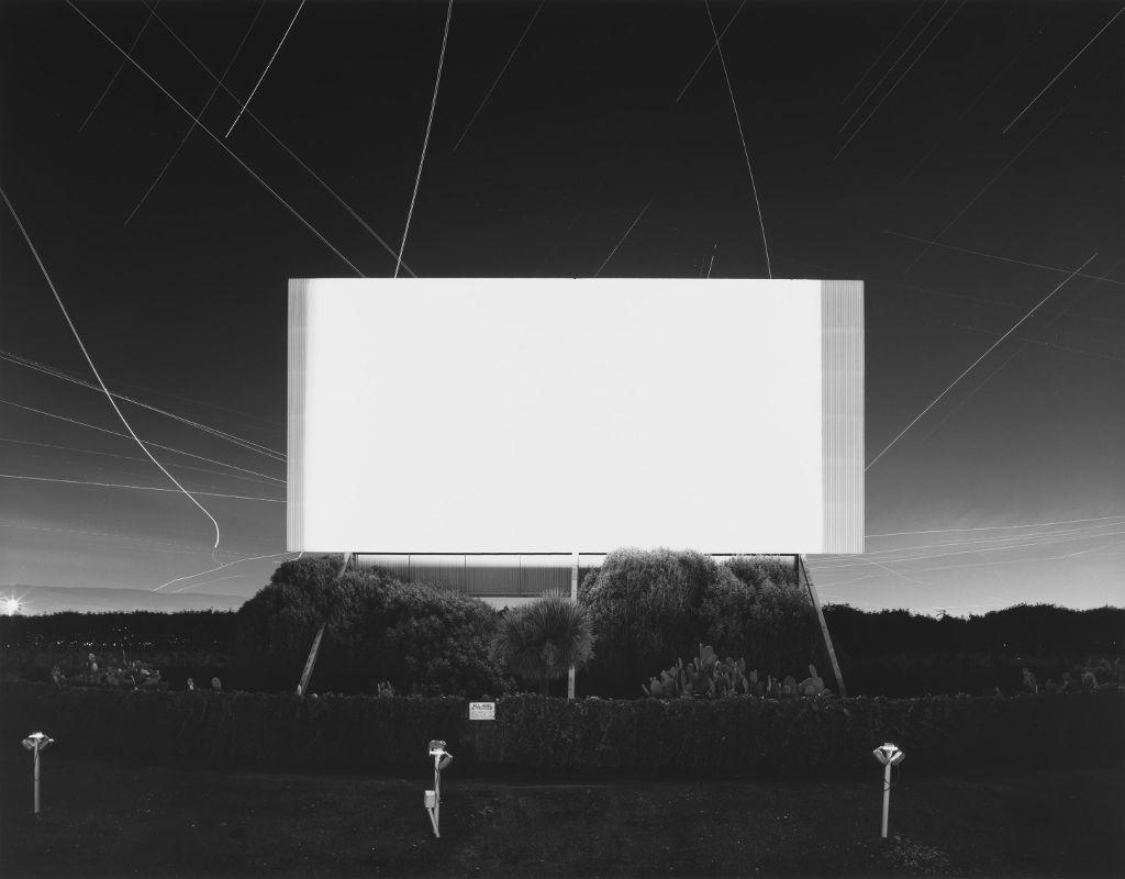 Hiroshi Sugimoto.Union City Drive-in, Union City, 1993. Impresión a la gelatina de plata. 119.5 X 149 cm. Fundación MAPFRE, Madrid. 2016. © Hiroshi Sugimoto