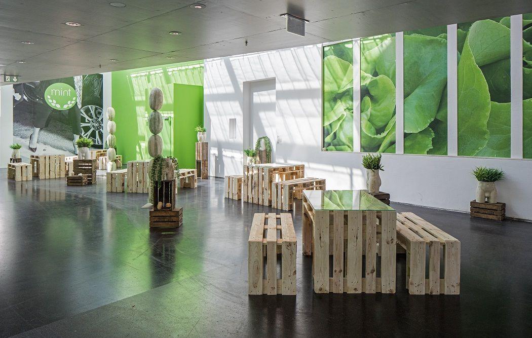 Debora Delmar Corp. MINT, 2016. Vista de la instalación. Foto: Timo Ohler. IX Bienal de Berlín, Alemania, 2016.