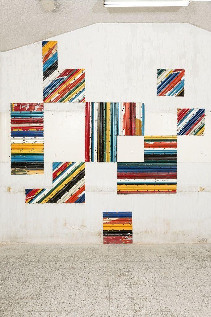 Esvin Alarcón Lam, Desplazamiento. Vista de la instalación en la Bienal de Arte Paiz, 2016, Ciudad de Guatemala. Cortesía de la bienal