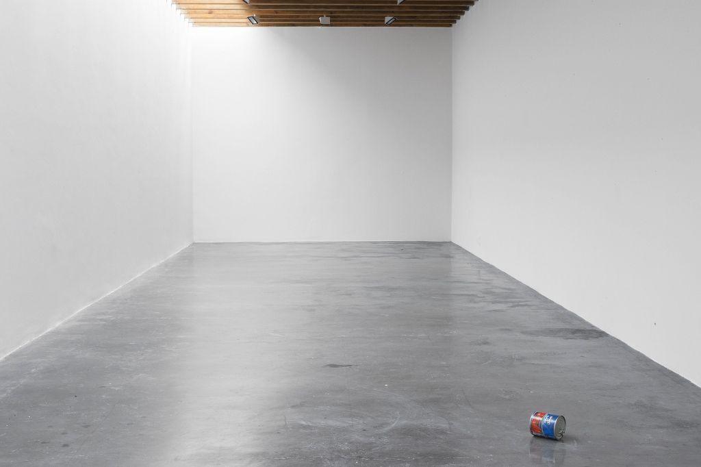 Wilfredo Prieto, Drone, 2014, robot, lata. Cortesía: kurimanzutto