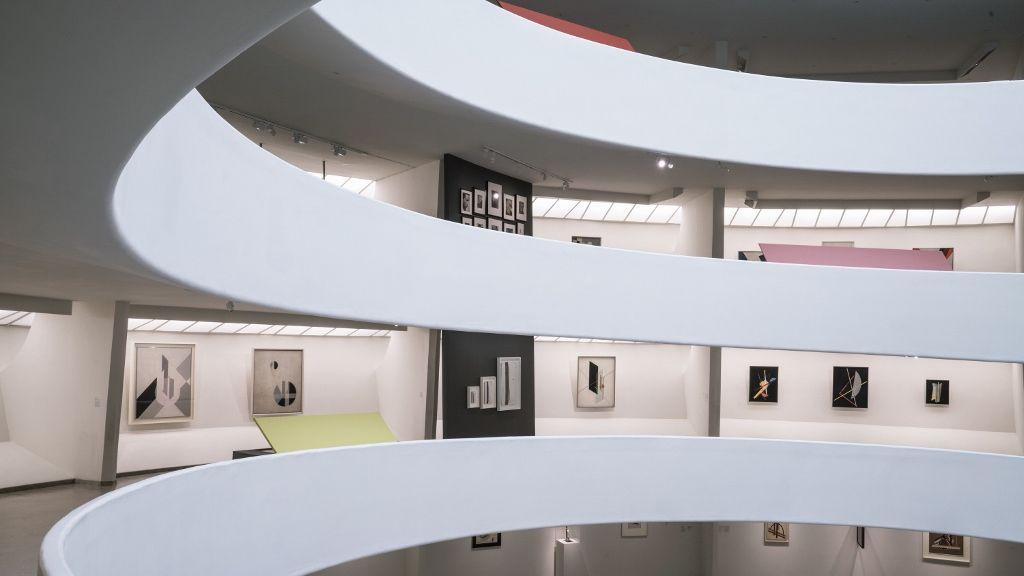 """Vista de la exposición """"Moholy-Nagy: Future Present"""", Solomon R. Guggenheim Museum, Nueva York, 2016. Foto: David Heald © Solomon R. Guggenheim Foundation"""