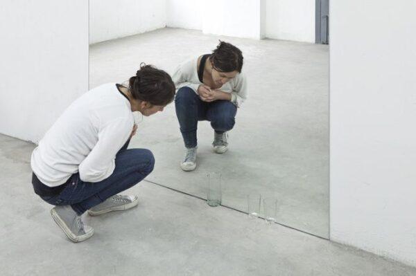 Nadie-sabe-de-la-sed-con-que-otro-bebe-Vasos-de-vidrio-y-cristal-espejo.2012.-Un-proyecto-desarrollado-para-el-programa-LARA-2012