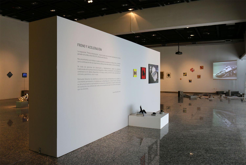 """Vista de la exposición """"Freno y Aceleración"""", de Raimundo Edwards, en la Sala de Arte CCU, Santiago de Chile, 2014. Cortesía del artista y CCU en el Arte"""