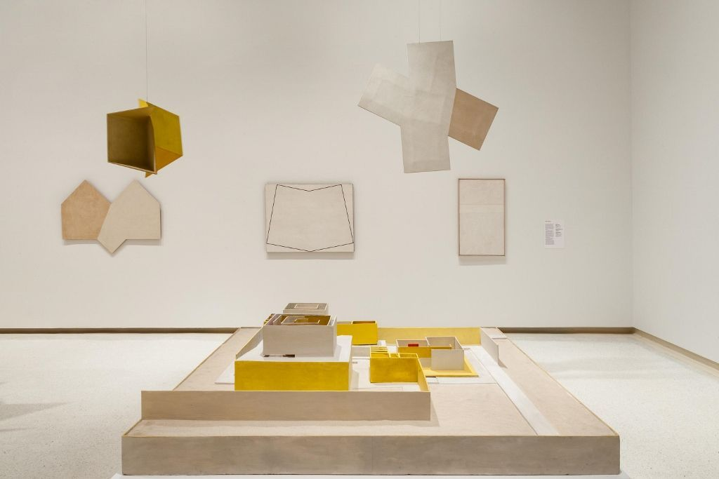 """Vista de la exposición """"Hélio Oiticica: To Organize Delirium"""", en el Carnegie Museum of Art. Cortesía del museo"""