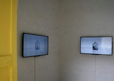 Juana Córdova. Vista de la exposición A la Orilla, en el Museo Municipal de Arte Moderno (MMAM) de Cuenca, Ecuador, 2016. Foto: Alejandra Villasmil