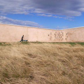 Mzamba School (studio Mzamba). Parte de la muestra Think Global, Build Social!. Edificio Consistorial de la Municipalidad de Valparaíso, Chile, 2016. Foto cortesía Markus Dobmeier.