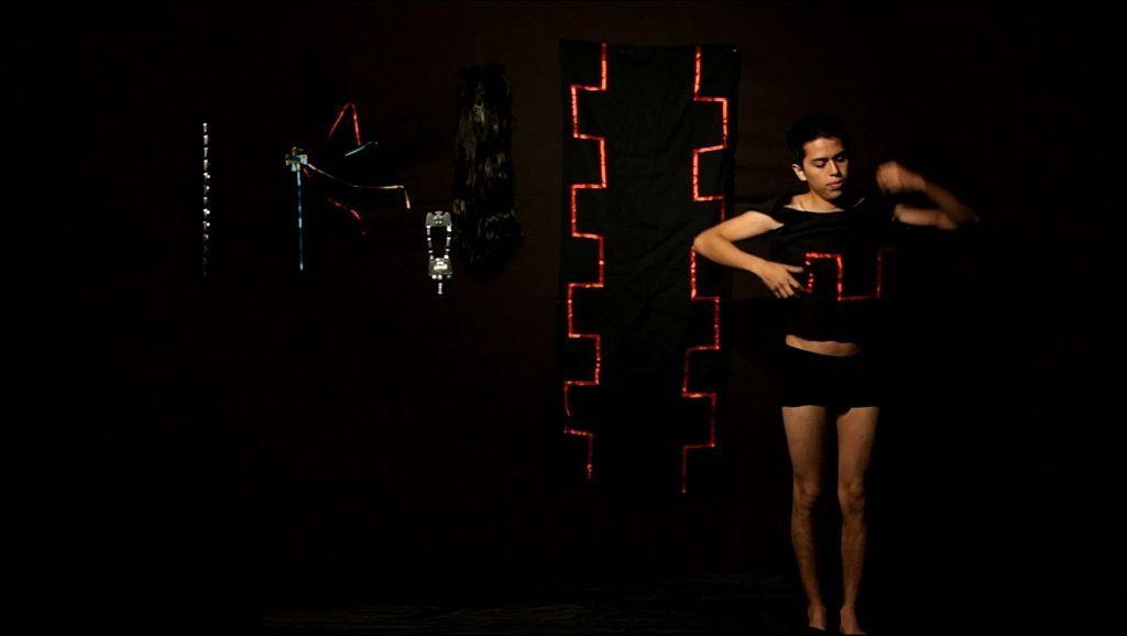 Sebastián Calfuqueo. You will never be a weye (Nunca serás un weye). Video performance, proyección (Still frame), 2016. Foto cortesía del artista.