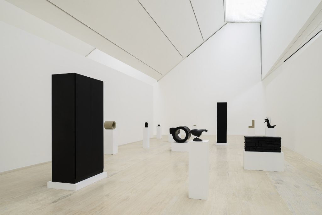 Vista de la exposición Peter Fischli David Weiss: Como trabajar mejor en el Museo Jumex, Ciudad de México, 2016. Foto cortesía Museo Jumex