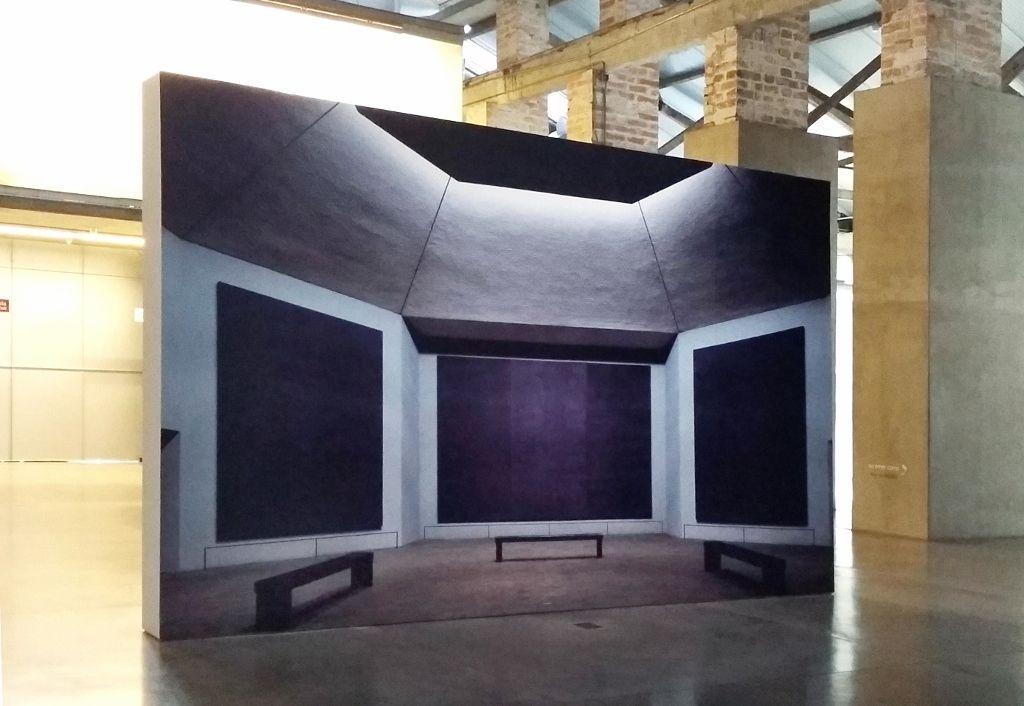 Recreación de la Capilla Rothko. Hall del Museo de Arte Moderno de Medellín. Fotografía: Úrsula Ochoa